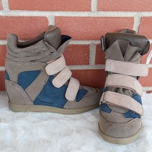 Qupid faux suede wedge sneakers size 6.5